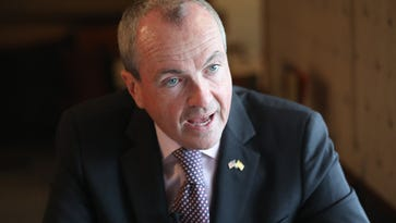 Stile: As nominee, Murphy steers clear of Democratic Party fracas