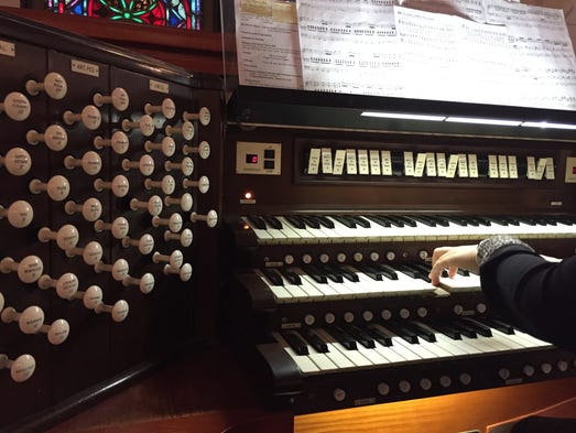 Organ makes majestic sounds for a century for Classic house organ sound