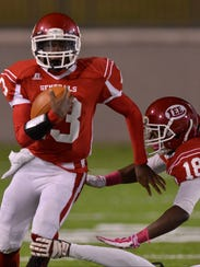 Lee's Shaquille Johnson (13) runs with the ball early