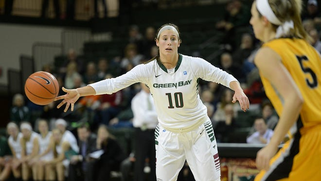 UW-Green Bay's Mehryn Kraker (10) makes a pass during Thursday night's Horizon League game against Valparaiso at the Kress Events Center in Green Bay. Evan Siegle/Press-Gazette Media