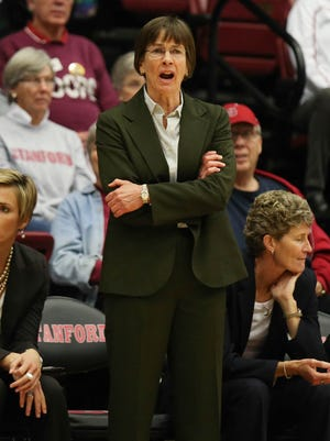 Stanford coach Tara VanDerveer is about to join the exclusive company of Pat Summitt, Jody Conradt, C. Vivian Stringer and Sylvia Hatchell in the 900 wins club.