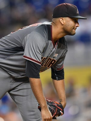 Arizona Diamondbacks Randall Delgado (48) prepares to throw in the first inning against the Miami Marlins at Marlins Park, June 3, 2017.