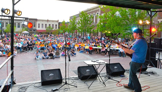 Ben Briley plays for more than 1,500 people on the square in Gallatin on Thursday.