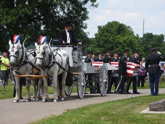 636337407588135880-01-cos-appleby-funeral.JPG
