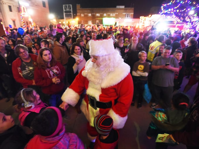 Santa greets his fans after arriving in Zanesville