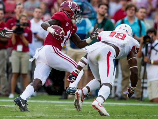 Alabama wide receiver Henry Ruggs III (11) gets by