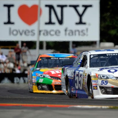 Brian Vickers leads Kyle Busch during last year's Cheez-It