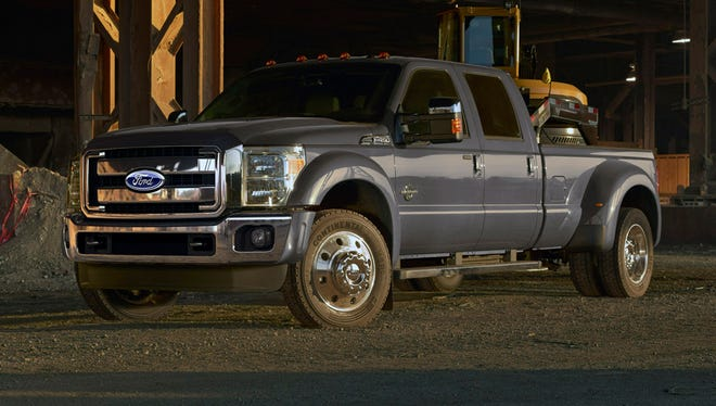 Ford shows its toughest pickup, the 2015 F-450 Super Duty