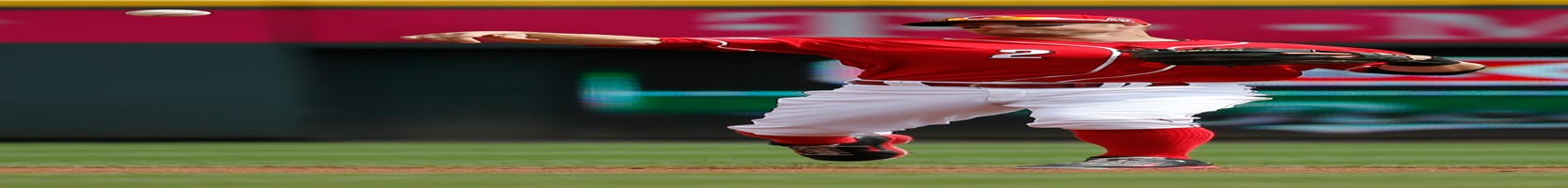 Reds notes: Cozart lonely at shortstop, Mesoraco hits