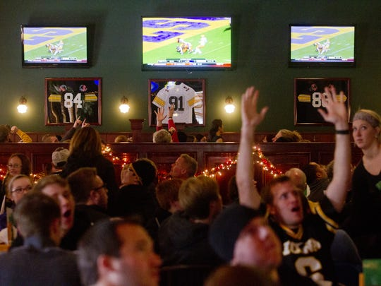 Fans at The Vine Tavern react Wednesday to an Iowa turnover during the Outback Bowl. Fans react to an Iowa turnover during the Outback Bowl at The Vine in Coralville on Wednesday, January 1, 2014. Benjamin Roberts / Iowa City Press-Citizen