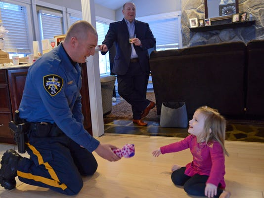 Wayne police officer makes friends with local family