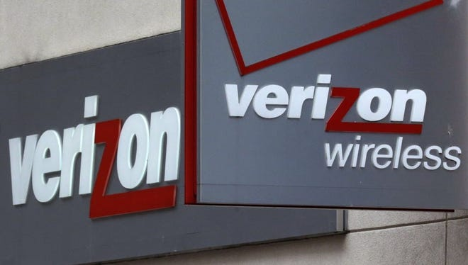 Verizon on Sunday started offering an unlimited data plan, a move analysts said is likely to accelerate a price war among the big wireless carriers.