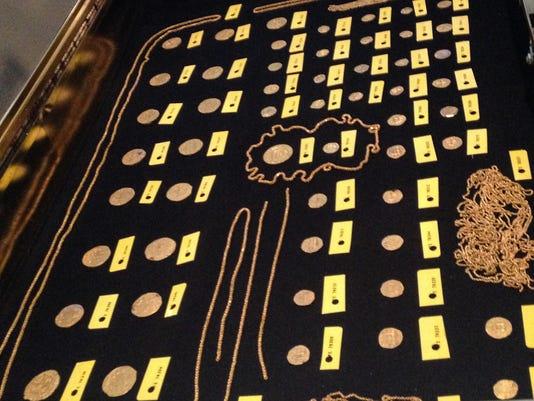 635736865286952064-schmitt-gold1