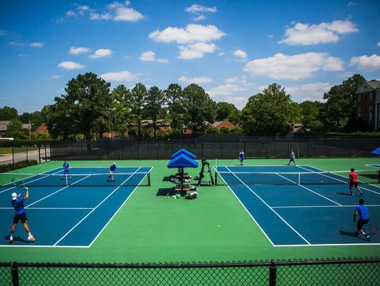 UofM-tennis03.jpg
