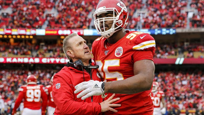 Kansas City Chiefs defensive coordinator Steve Spagnuolo congratulates Chris Jones (95) after a sack against the Los Angeles Chargers at Arrowhead Stadium in Kansas City, Mo., on December 29, 2019.
