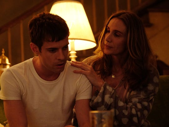 Bardy Hartsfield (Harry Treadaway) and his mother (Kelly