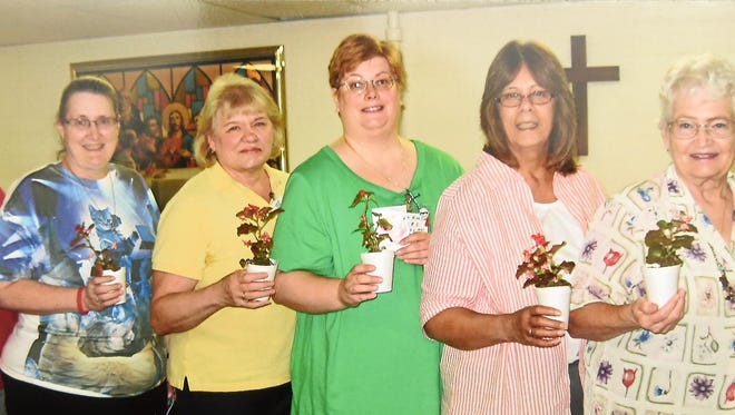 Officers of TOPS AR 131 Mountain Home weight-loss support group for 2015-2016 are: from left, Gail Murray, assistant weight recorder; Candy Horton, weight recorder; Marge Schill, treasurer; Sonja Kohl, secretary; Barb Kampen, co-leader; and Nancy Halbmaier, leader. For information about the group, call 421-0977.