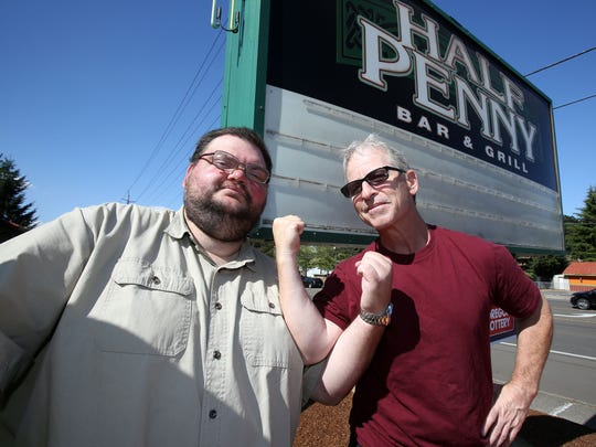 Oregon reporter Pete Martini, left, and Oregon State reporter Gary Horowitz at the Half Penny Bar & Grill.