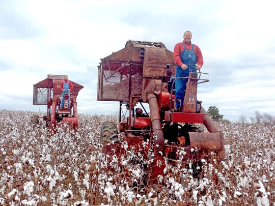 Vintage International cotton pickers will be among the featured exhibits at the show. They will operate in daily parades as well as cotton picking demonstrations right on the show grounds.