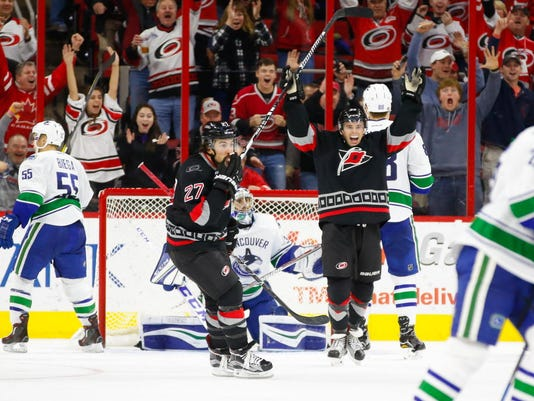 USP NHL: VANCOUVER CANUCKS AT CAROLINA HURRICANES S HKN