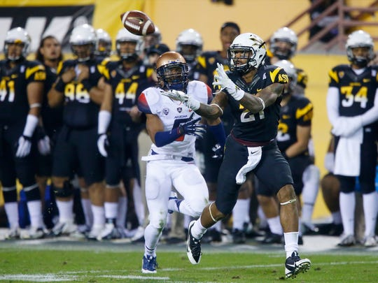 Jaelen Strong hauls in a Taylor Kelly pass against