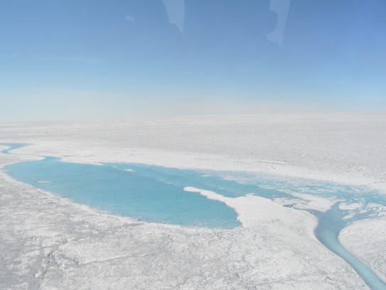 Large meltwater lakes form over the Greenland ice sheet