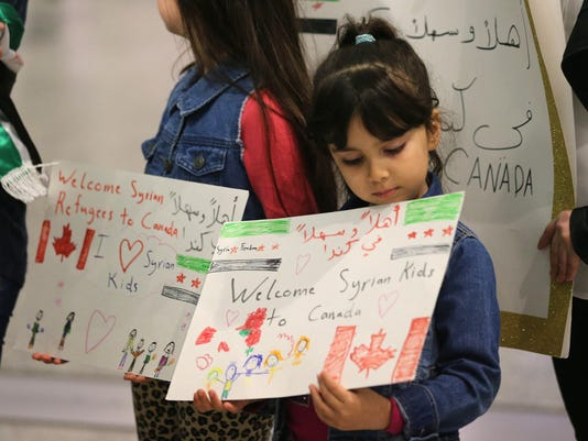 Syrian refugees begin to arrive in Canada
