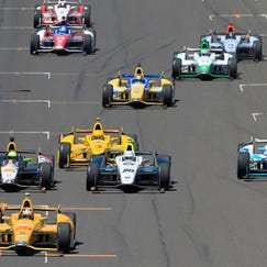 Cars bunch up behind Ryan Hunter-Reay, front, on a restart late in the 2014 Indianapolis 500.
