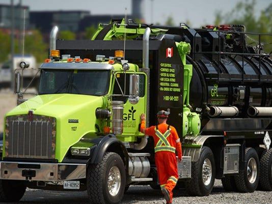 636511995661544397-SLH.gfl-truck.jpg