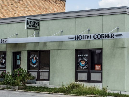 636486854031768646-Holly-s-corner.jpg