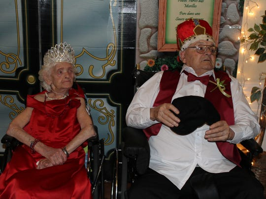 Chosen by the other residents, Anna Moore was crowned Prom Queen and Bill Dew were crowned Prom King.