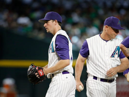 Arizona Diamondbacks manager Chip Hale, right, pulls starting pitcher Allen Webster, left, from the game during the sixth inning of a baseball game Thursday, June 18, 2015, in Phoenix. (AP Photo/Ross D. Franklin)