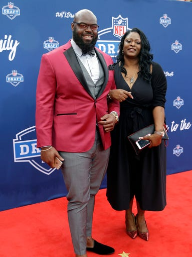 A''Shawn Robinson poses for photos with his mother