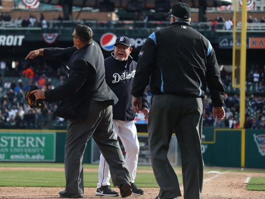 Detroit Tigers manager Ron Gardenhire gets kicked out