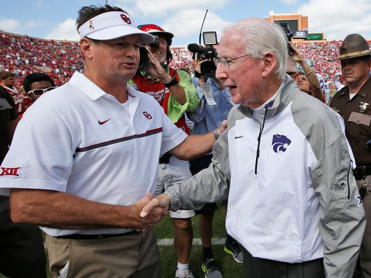 FILE - In this Oct. 15, 2016, file photo, Oklahoma head coach Bob Stoops, left, shakes hands with Kansas State head coach Bill Snyder, right, after the Sooners  38-17 win in an NCAA college football game in Norman, Okla. Stoops was Snyder's defensive backs coach and co-defensive coordinator from 1989-95.(AP Photo/Sue Ogrocki, File)