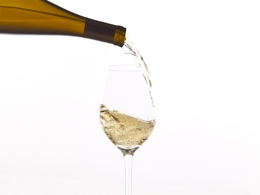 Riesling pour.jpg
