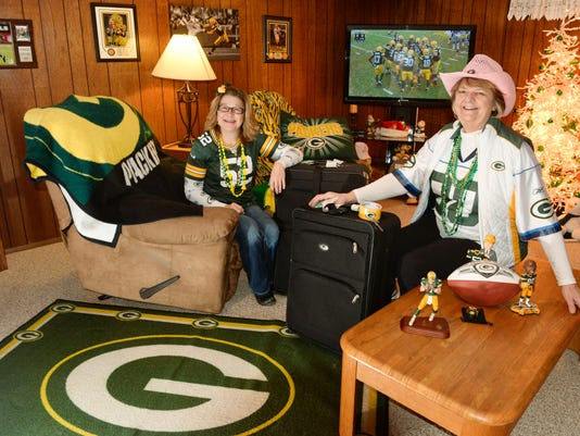 MAN n Packers Fans Seattle.jpg