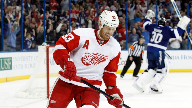 Detroit Red Wings left wing Johan Franzen's concussion symptoms returned after the played one game.