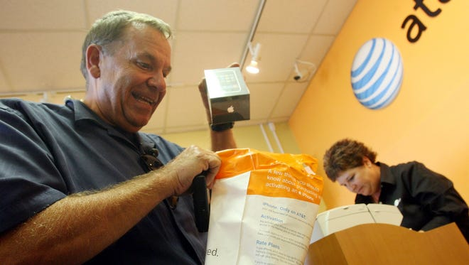 AT&T is expanding its retail presence in Detroit.