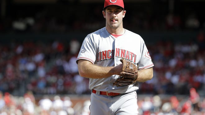 Cincinnati Reds starting pitcher Ross Ohlendorf walks off the field at the end of the eighth inning of a baseball game against the St. Louis Cardinals Sunday, April 17, 2016, in St. Louis. The Cardinals scored in the eighth and went on to win 4-3. (AP Photo/Jeff Roberson)