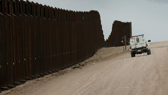 Frontera México-Estados Unidos, vigilada por una unidad de la Patrulla Fronteriza.