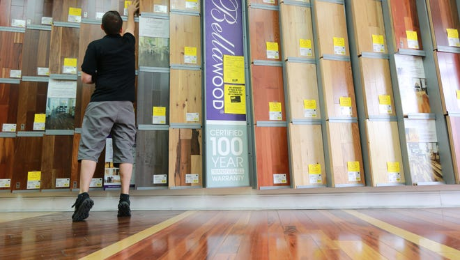 A Michigan couple is part of a class-action lawsuit against Lumber Liquidators over wood flooring which allegedly contains the carcinogen formaldehyde.