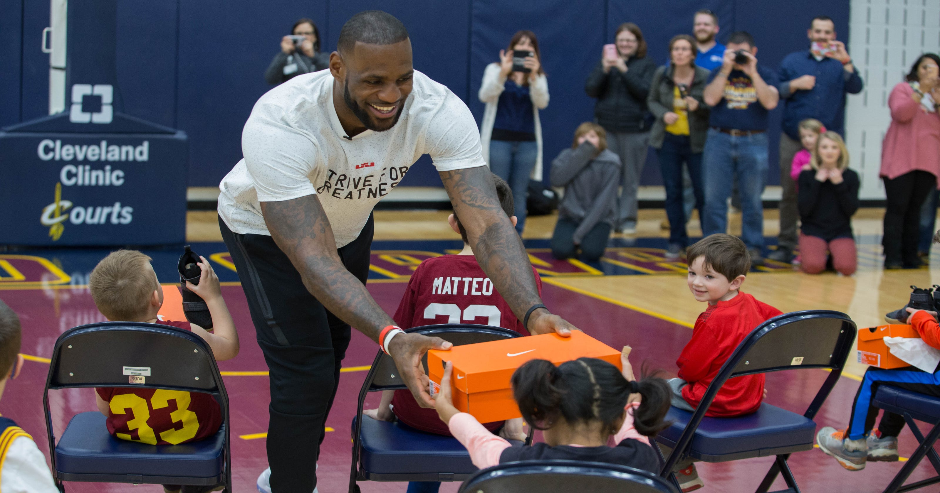 official photos c9771 24998 LeBron, Nike release latest FlyEase shoe for athletes of all abilities