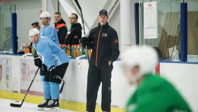 Flyers head coach Dave Hakstol directs practice Friday.