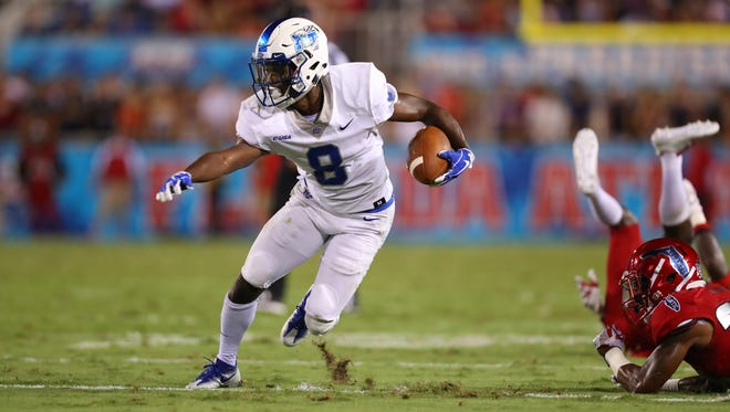 MTSU wide receiver Ty Lee runs after a catch against FAU on Sept. 30, 2017, at FAU Stadium.