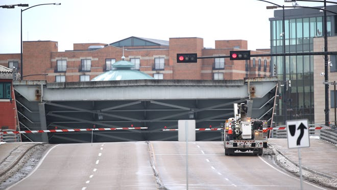 Repair crews are once again working on the Main Street bridge, known as the Ray Nitschke Bridge, Thursday, January 18, 2018 in Green Bay, Wis.
