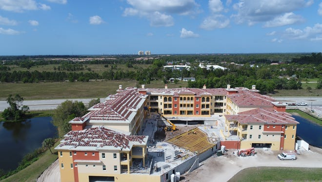 Aerial photo of the center courtyard of building A at Genova in Estero.