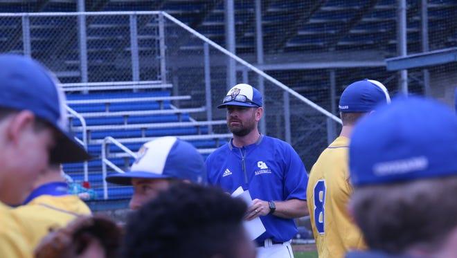 Clarksville Academy baseball coach Jake Peterson (center)