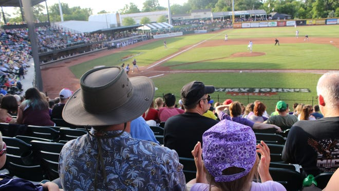 The United Shore Professional Baseball League will install a two-and-a-half-hour time limit for all of its public games starting Thursday.