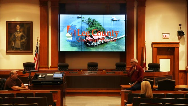 A new screen has been erected in the Old Lee County Courthouse in Fort Myers. The portrait of Gen. Robert E. Lee has been moved just left of the screen.
